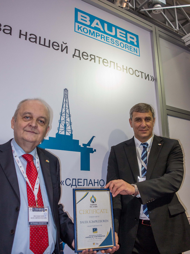 Trade fair award presentation at the BAUER KOMPRESSOREN stand