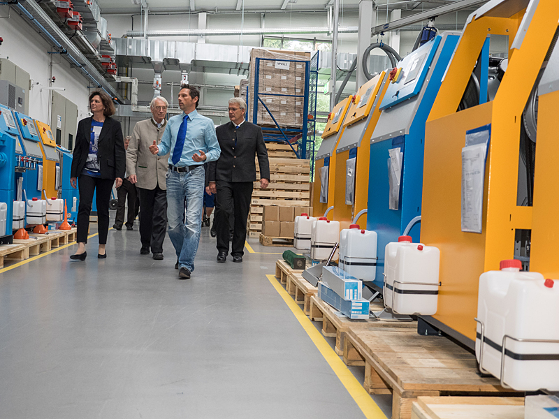 State Minister Ilse Aigner on a tour of the systems production facility at the new plant
