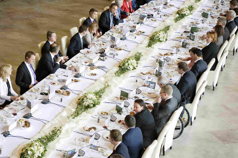 Working lunch of Dr. Angela Merkel, Dimitri Medwedew, and their ministers with Russian and German companies. Top right in the picture the representative of the BAUER GROUP.